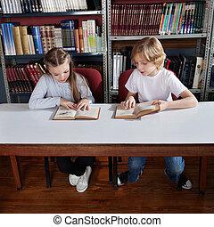 学童, 読む本, 中に, 図書館