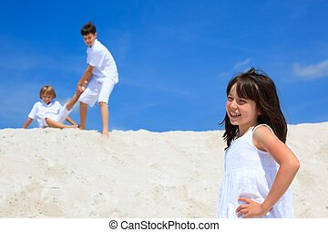 孩子玩, 上, 海灘