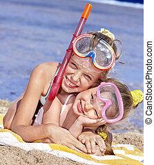孩子玩, 上, 海灘。