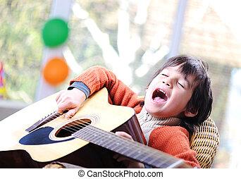孩子, 唱, 以及, 演奏吉他, 在家