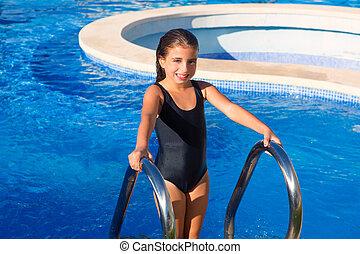 孩子, 女孩, 上, the, 藍色, 池, 樓梯, 黑色的游泳衣