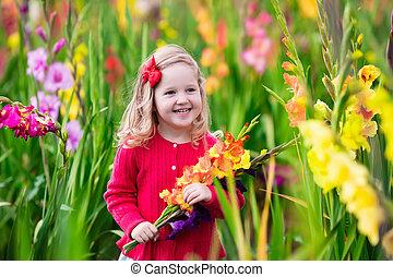 孩子, 採摘, 新鮮, 劍蘭, 花
