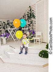孩子, 生日聚會, 以及, 童年, 概念, -, 小男孩, 由于, a, 气球, 在室內