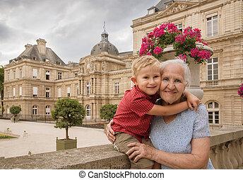 孫, 年配の女性