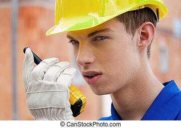 學徒, /, trainee., 建設工人, 上, 站點, 由于, a, helmet.