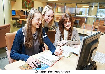 學生, 女孩, 工作, 由于, 電腦, 在, 圖書館