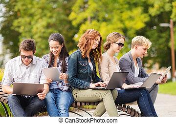 學生, 或者, 青少年, 由于, 便攜式計算机