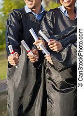 學生, 藏品, 文憑, 上, 畢業日, 在, 學院