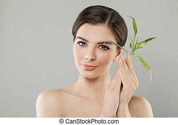 完全, 美しい女性, 顔, leaves., 若い, 健康, 緑, 女性, 皮膚, 竹