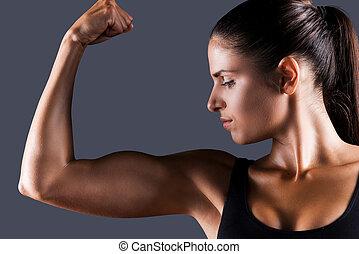 完美, 美麗的婦女, 運動, 她, 檢查, 年輕, 針對, 站立, 灰色, 當時, 背景, bicep, bicep.