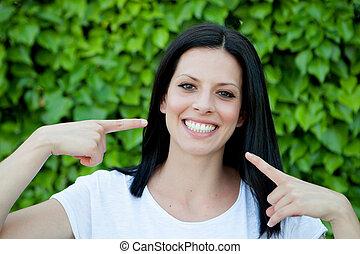 完美, 黑發淺黑膚色女子, 她, 顯示, 公園, 婦女, 微笑
