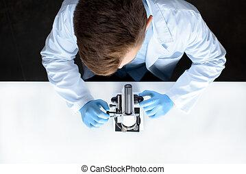 実験室測微鏡, 科学者, 仕事