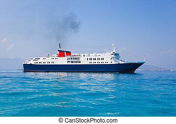 客船, 在海