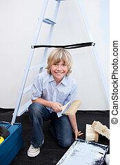 家の革新, わずかしか, 肖像画, 男の子