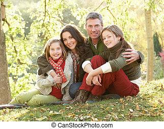 家庭组, 放松, 在户外, 在中, 秋天风景