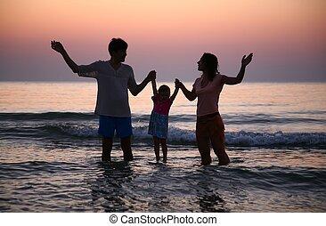 家庭, 在, 海, 上, 傍晚