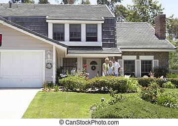 家庭, 站立, 外面, 房子