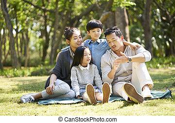 家庭, 聊天, 公园, 二, asian孩子