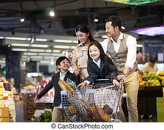 家族のショッピング, アジア人, スーパーマーケット