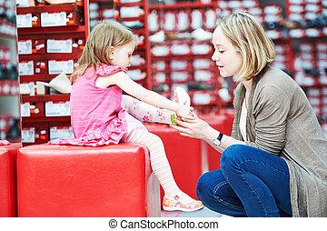 家族のショッピング, 選択, 子供, はき物, 靴