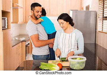 家族の調理, indian, 一緒に, 若い