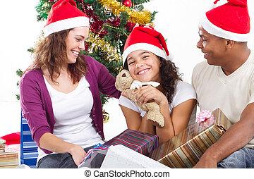家族の クリスマス, 贈り物, 開始