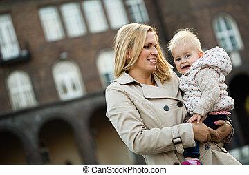 家族の 時, 母性, toddler., お母さん, care., 幼年時代, 幸せ
