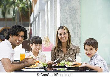 家族, ∥において∥, レストラン, 食べること, そして, 微笑, (selective, focus)