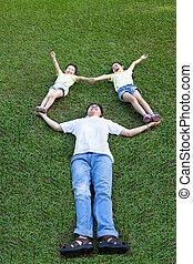 家族, アジア人, 草, 遊び, あること, 幸せ