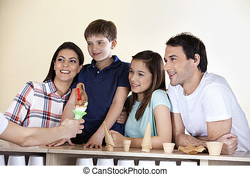 家族, ウエーター, カウンター, 氷, 見る, 寄付, クリーム