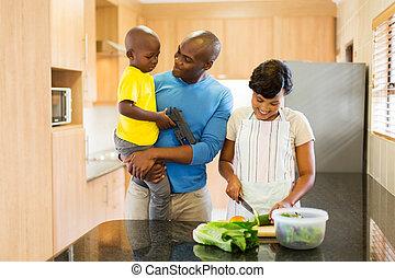 家族, サラダ, 若い, アメリカ人, アフリカ, 作成
