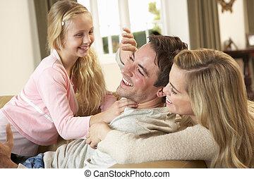 家族, ソファー, 若い, 一緒に, 遊び, 幸せ
