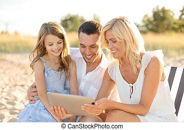 家族, タブレットの pc, コンピュータ, 微笑, 浜
