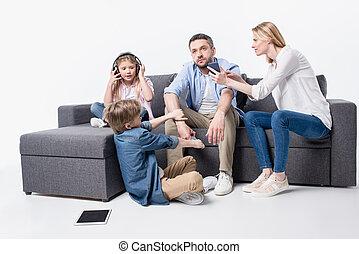 家族, モデル, ソファー, 隔離された, 装置, デジタル, 白い caucasian