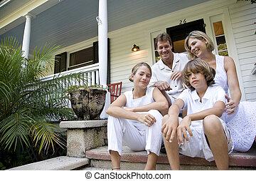 家族, モデル, ポーチ, 一緒に, ステップ, 前部