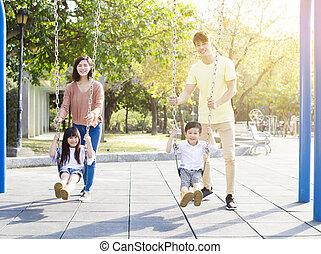 家族, 一緒に, アジア人, 変動, 遊び, 幸せ