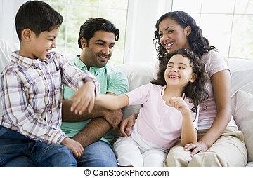 家族, 中に, 反響室, 演劇の 戦い, そして, 微笑, (high, key/selective, focus)