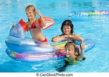 家族, 中に, 水泳, pool.