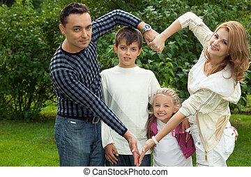 家族, 作成, 心, シンボル, から, 手, 屋外で
