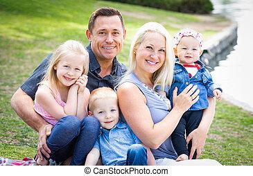 家族, 公園, 若い, 肖像画, コーカサス人, 幸せ