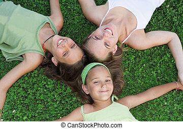 家族, 子供, グループ, 若い, 姉妹, ママ, 微笑, ∥あるいは∥, 幸せ