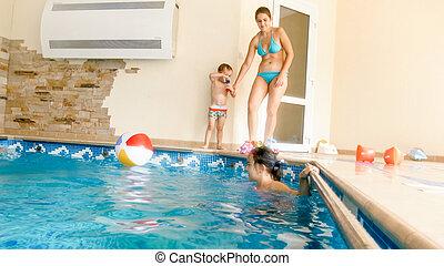 家族, 家, イメージ, 屋内, 大きい, プール, 水泳