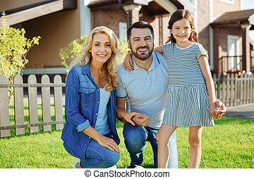 家族, 家, ∥(彼・それ)ら∥, ポーズを取る, 新しい, 幸せ