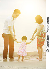 家族, 海岸線, 手を持つ