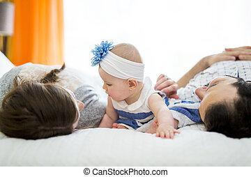 家族, 父, ベッド, 母, 赤ん坊, 白, 幸せ