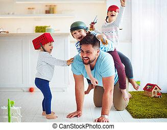 家族, 父, 一緒に, 乗馬, 遊び, 家, 幸せ