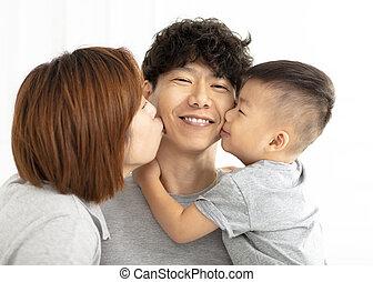 家族, 父, 息子, 母, 接吻, 幸せ
