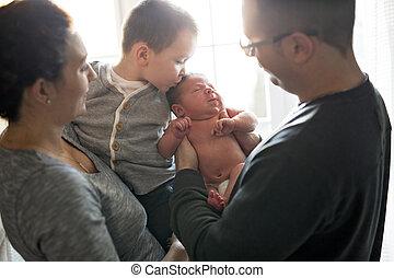 家族, 父, 窓, 母, 赤ん坊, 家, 遊び, 幸せ