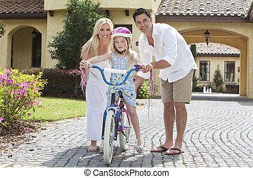 家族, &, 自転車, 親, 乗馬, 女の子, 幸せ