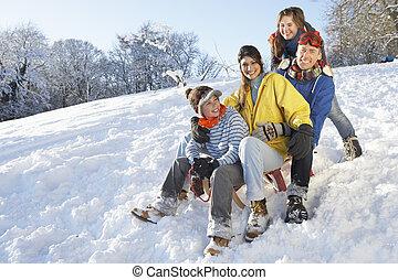 家族, 雪が多い, 丘, sledging, 楽しむ